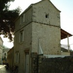 vis-old-stone-house